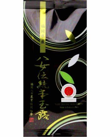 日本茶の最高峰 福岡の「伝統本玉露」 霧深い山間地域で一年に一度だけ生産される玉露は、 日本茶の最高峰です。 福岡県の「伝統本玉露」は全国茶品評会で農林水産大 臣賞を11年連続で受賞するなどトップレベルの品質を 誇っています。 玉露は、4~5月の一番茶の時期に20日程度、茶園に設 置している棚に稲わらで覆いをかけ、日光を遮って栽培されます。こうして大切に育てられた茶葉は鮮やかな緑色となり、旨み成分であるアミノ酸が増え特有の味や香りをかもし出します。
